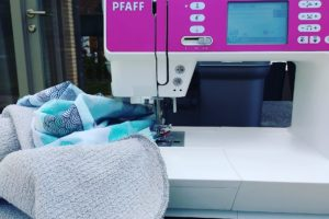 Petit Biscuit |outdoor sewing